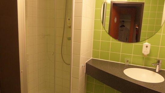 B&B Hotel Wuerzburg: baño