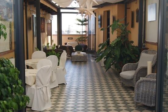 Ambasciatori Hotel: Salida a la terraza para el desayuno