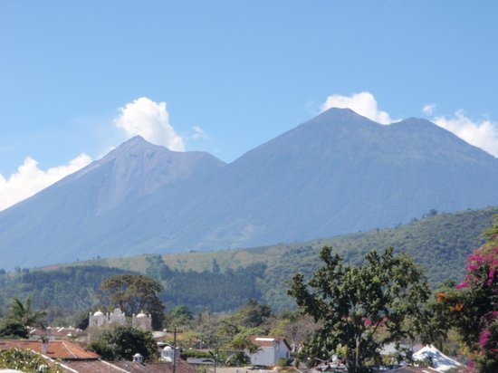 Hotel Posada San Vicente: more volcano views from our terrace