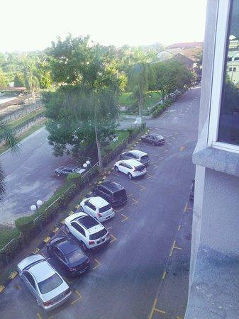 Legend Inn: Ample parking space