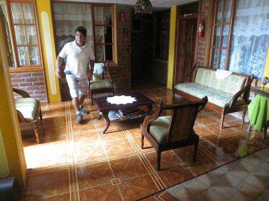 Hotel Donde Ivan: Outdoor seating area