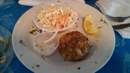 Kentmorr Restaurant and Crab House : crab cake and coleslaw