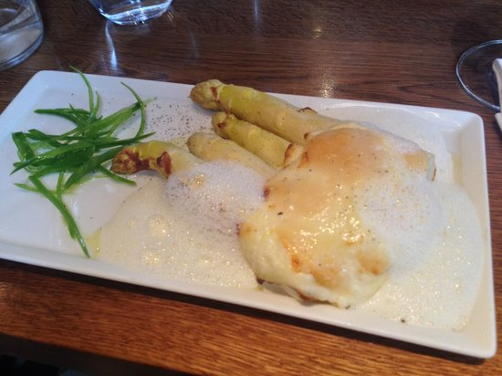 La Grappe: Humongous white asparagus with baked parmesan sauce and foam....yum-my!