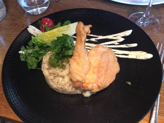 La Grappe: Roasted chicken on mustard mashed potatoes