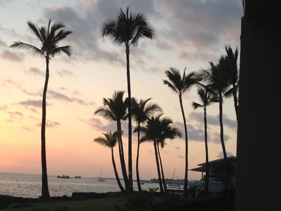 Kona Reef Resort: Beautiful sunsets from lanai