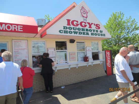 Iggy's Doughboys and Chowder House: order at window