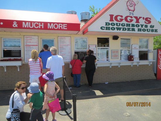 Iggy's Doughboys and Chowder House: waiting in line