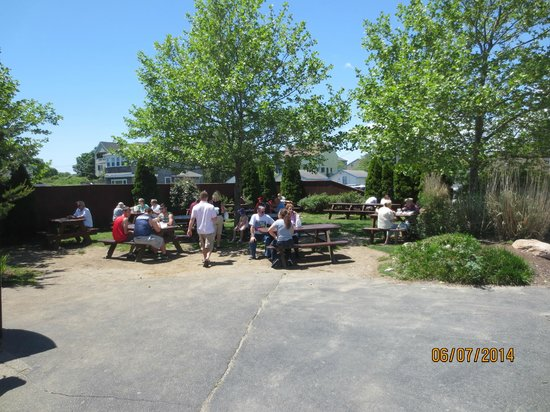 Iggy's Doughboys and Chowder House: outside tables