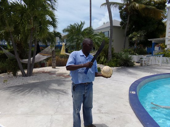 Sibonne Beach Hotel: Allen getting me a coconut