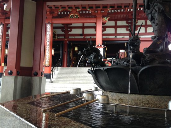 Senso-ji Temple: 早朝の一コマ