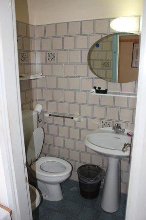 Hotel Fedora : Banheiro do quarto do segundo andar (sótão)