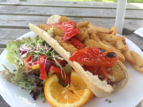 Wheatsheaf Inn: Baguette, chips and salad - very reasonable and tasty