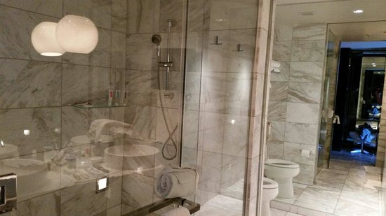 Palms Place Hotel and Spa: Bath area wow top 10 in vegas for lower prices.
