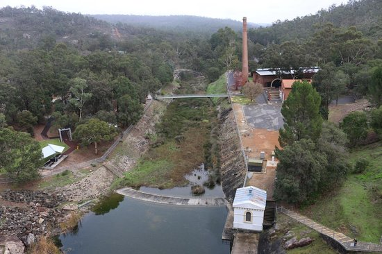 Natures Paradise : The old Pump House view from top of the Mundaring Weir