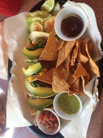 Las Tortugas Deli Mexicana: Al pastor tacos.