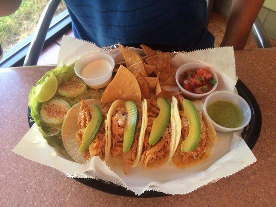 Las Tortugas Deli Mexicana: Chicken tacos.
