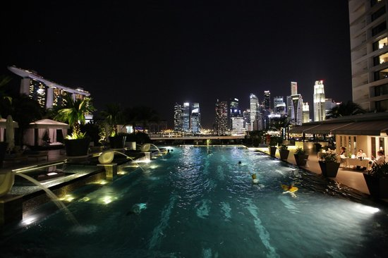 Mandarin Oriental, Singapore: View from the pool