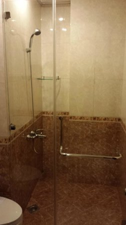 Beautiful Saigon 3 Hotel: Big Shower