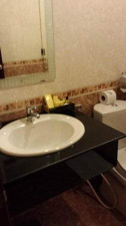 Beautiful Saigon 3 Hotel: Bathroom had complimentary items