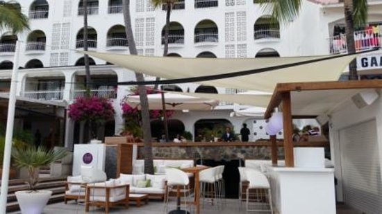 Holland House Beach Hotel : Terras 1