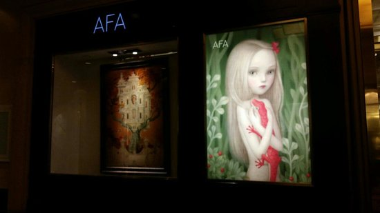 The Shoppes at The Palazzo: Display art like wow