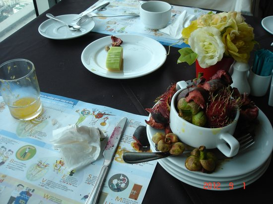 Baiyoke Sky Hotel: various fresh fruits on breakfast buffet