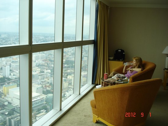Baiyoke Sky Hotel: room with panorama window