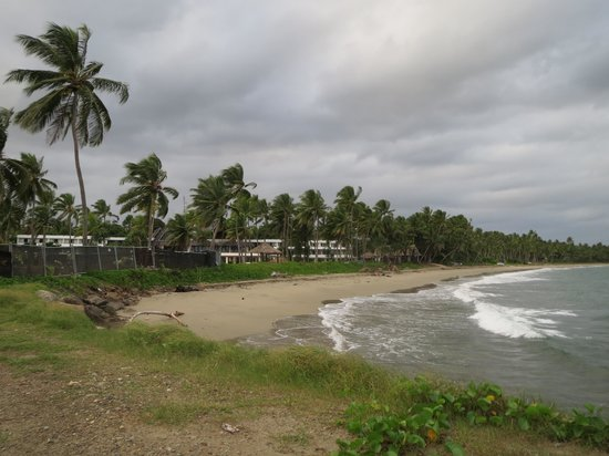 The Pearl Resort: beach view from the rock wall