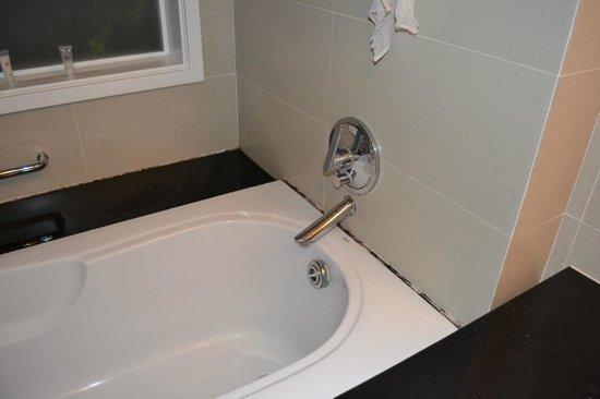 Nhi Phi Hotel : Ванная