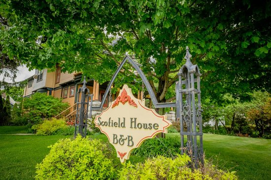 Scofield House Bed and Breakfast : View from the street