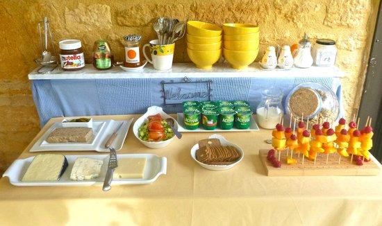 Les Charmes de Carlucet: Breakfast buffet bit