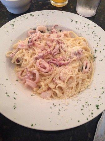 Luna Rossa : Linguini Calamari with white sauce!