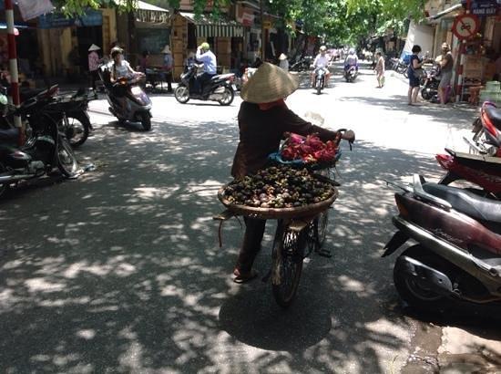 Hanoi Legacy Hotel - Bat Su: taken ouside hotel area