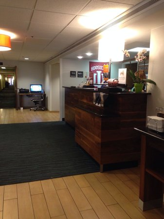 Hampton Inn Bloomington: Lobby.
