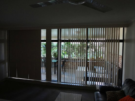 BreakFree Beachpoint: Broken vertical blinds in lounge