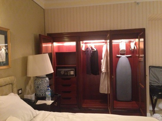 The Westin Palace Madrid: Lots of closet space