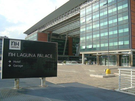 NH Laguna Palace: Frente do hotel