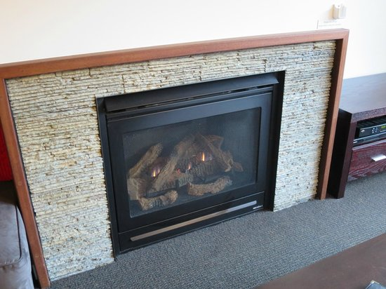 Snowgoose Apartments : Fireplace