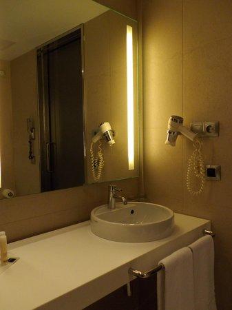 Barcelo Malaga : 浴室