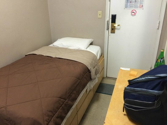 The Vanderbilt YMCA : Bed