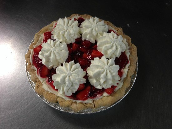 Ginny's and Jane E's Cafe and Coastal Store: Refreshing juicy Strawberry Pie