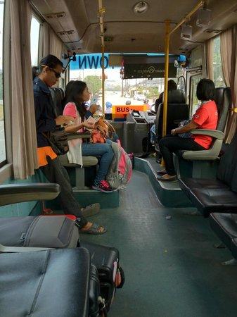 Sino Inn Phuket: 空港行きバスの車内