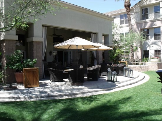 Gainey Suites Hotel: Outside eating/sitting area