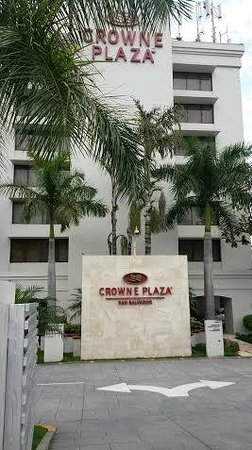 Crowne Plaza Hotel San Salvador: Outside view of the Crowne Plaza Hotel