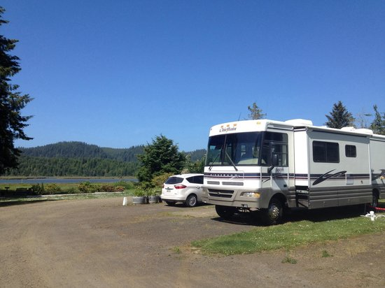 Rovers RV Park : We had the end spot with a great view of the river.