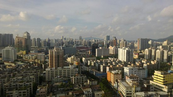 Guang Dong Hotel Zhuhai : Macau in the background (View from room)