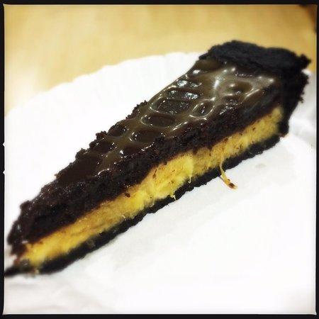 betterCHOCOlatethannever : Banana chocolate pie