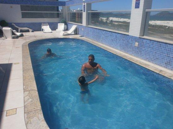 Hotel Balneario Cabo Frio: piscina limpa