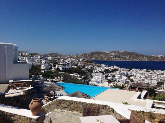 Vencia Hotel pool area view