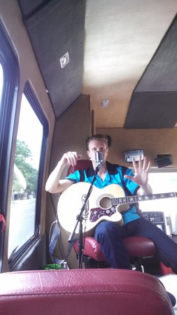 Backbeat Tours : Brandon Cunning singing our way through Memphis